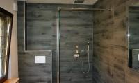 Badzimmer mit Tavolato