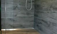 Dusche mit Casalgrande Tavolato Farbe Antracite