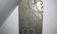 Stucco Pompeji Prägetechnik Platin auf weißem Untergrund
